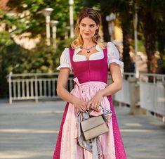 Dirndl sind feminin, farbenfroh und figurbetont. Unsere Salzburger Dirndl kommen aus echtem Handwerk, und sind modern, festlich und traditionell Modern, Bags, Dresses, Fashion, Slip Dresses, Traditional, Craft Work, Handbags, Vestidos