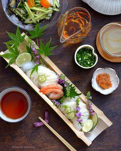 今日はパンを焼く予定でした。が、早朝から所用であちこち行ったり来たりしているうちに、すっかりパンを焼く気は萎えて、そうめんを茹でてランチにしました。竹の器... Japanese Food Sushi, Japanese Menu, Different Food Cultures, Food Plating Techniques, Food Business Ideas, Food Packaging Design, Creative Food, Food Presentation, Food Design