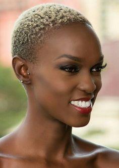 Wunderschönes/gorgeous model Ramona Fouziah. Credits: Model: Ramona Fouziah @pwittychika http://www.ramonamodel.com @bethmodelafrica Photographer: Eiwind @highway234