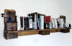#HomeDécor, #LivingRoom, #PalletShelves, #RecyclingWoodPallets, #Shelves With only one Euro Pallet, I made this Easy Pallet Shelf in under two hours! With no experience in carpentry, it is an excellent start for the beginner (like me). The tools I used: a saw, angle grinder and sander.  Easy Pallet Shelf: First, find