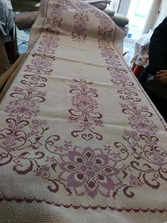 Cross Stitch Borders, Cross Stitch Flowers, Cross Stitch Designs, Cross Stitch Patterns, Cross Stitch Embroidery, Embroidery Patterns, Hand Embroidery, Palestinian Embroidery, Floral Tablecloth