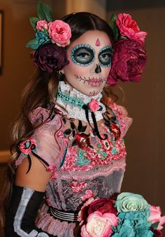 Day of the Dead Costume - - La Flaca - La Catrina - . - Day of the Dead Costume – – La Flaca – La Catrina – the - Halloween Look, Halloween Inspo, Halloween Makeup Looks, Halloween Costumes, Vintage Halloween, Happy Halloween, Halloween Skull Makeup, Skeleton Makeup, Halloween Dress