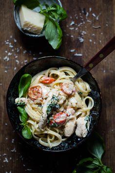 Denne middagen er en jeg slang sammen her om dagen, og den ble skikkelig god!! Jeg håper du liker den like godt som meg:) Klikk deg inn for å få oppskriften. Food N, Food And Drink, Spaghetti, Dinner, Ethnic Recipes, Dining, Food Dinners, Noodle
