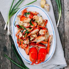 Cantonese ginger scallion lobster can be made with whole lobsters or just with lobster tails. Try this Chinese banquet classic with our step-by-step recipe! Ginger Scallion Lobster Recipe, Lobster Cantonese Recipe, Cantonese Food, Lobster Dishes, Lobster Recipes, Cooked Lobster, Seafood Dishes, Easy Asian Recipes