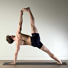 Pin for Later: Namaste: 30 Hot Guys Doing Yoga Who Will Transport You to Total Bliss Perfect Alignment Yoga Poses For Men, Yoga For Men, Yoga Muscles, Yoga Pictures, Yoga Motivation, Yoga Positions, Silhouette, Vinyasa Yoga, Yoga Routine