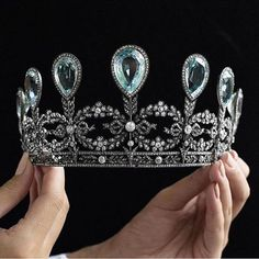 Fabergé tiara made in formerly in the collection of the Grand Duchess Alexandra of Mecklenburg-Schwerin Royal Crowns, Royal Tiaras, Tiaras And Crowns, Royal Jewelry, Fine Jewelry, Faberge Jewelry, Crown Jewels, Antique Jewelry, Jewelery