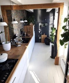 To apply wooden kitchen interior design ideas to your own kitchen is the best choice. Get a dreamy wooden kitchen in your house. Home Decor Kitchen, Interior Design Kitchen, New Kitchen, Kitchen Ideas, Island Kitchen, Kitchen Trends, Kitchen Hacks, Kitchen Furniture, Wood Furniture