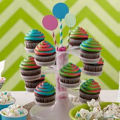 Triple Tinted Swirl Cupcakes - Swirling colors that hypnotize and surprise your guests! This color effect is easy to do using the Color Swirl Decorating Set. The coupler design lets you link three bags of icing together and pipe as one! Cupcakes Flores, Swirl Cupcakes, Cupcake Mix, Summer Cupcakes, Cupcake Stands, Dessert Stand, Cupcake Display, Rainbow Cupcakes, Christmas Cupcakes Decoration