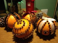Smell the holiday decorations: DIY orange and clove pomanders | Offbeat Home