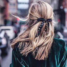 38 idei de prins părul iarna. Sub căciulă sau ba.