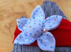 cinta en rojo con flores con lunarillos en blanco y azul con perla de Algodón de Luna