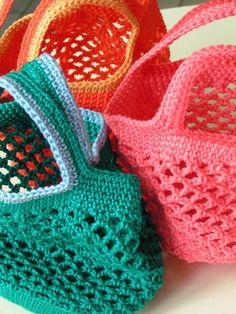 Marvelous Crochet A Shell Stitch Purse Bag Ideas. Wonderful Crochet A Shell Stitch Purse Bag Ideas. Crochet Diy, Filet Crochet, Bag Crochet, Crochet Food, Crochet Purses, Crochet Granny, Crochet Shawl, Diy Scarf, Small Bags
