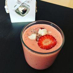 Sommer-Frozen Joghurt Erdbeer-Mango Smoothie  - alles selbst gemacht ohne Zucker (inkl. Frozen Joghurt)  #smoothie #fitness #lowcarb #fitfam #healthyfood #healthyliving #desert #summer #selfmade by sabrina_oehler
