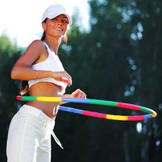 Standing Twist Benefits Of Hula Hooping, Hula Hoop Workout, Burn Belly Fat, Burn Calories, Depression, Exercises, Waiting, Strength, Health
