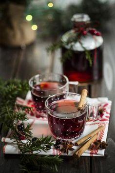 Зима, вино, тепло, уют, хюгге