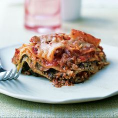 """Pesto Lasagna with Spinach and Mushrooms (I would substitute meat with """"quorn"""" meatless grounds)"""