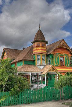 Fairy Tale Victorian - Oregon  The colours are a bit bright, but I love the house!!!!