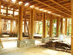 While age-old within principle, the actual pergola has been having somewhat of a present day Bamboo Building, Building Art, Natural Building, Bamboo Architecture, Tropical Architecture, Architecture Details, Bamboo House Design, Bamboo Structure, Cell Structure