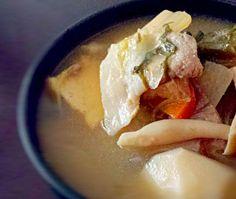やっぱり母の味は落ち着きますね~(о´∀`о) - 14件のもぐもぐ - 野菜たっぷりお母さんの豚汁♪ by mocosanvivi51