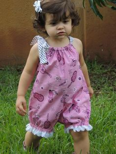 Pillow case romper: Never made a romper but I'm loving this. Need to find instructions.This Pin was discovered by Jun Diy Romper, Baby Girl Romper, Little Girl Dresses, Baby Bloomers, Romper Outfit, Toddler Dress, Toddler Outfits, Kids Outfits, Infant Toddler