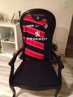 """En cours - Voltaire """"tradi"""" version Rugby Stade Toulousain *** Rugby, Gaming Chair, Passion, Couture, Sports, Inspiration, Restoration, Armchairs, Tapestry"""