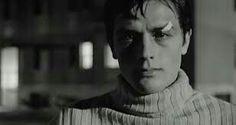 Alain Delon in Rocco e i suoi fratelli