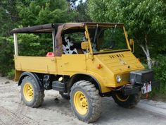 This 1958 Mercedes Benz UNIMOG 411 4×4 is the very early angular model that we rarely see on offer. The later ones were more comfortable and attractive, but these 411s are as simple as it gets.