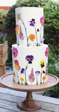 Super pretty floral painting on these wedding cakes Wedding Cake Designs, Wedding Cake Toppers, Wedding Cakes, Beautiful Cakes, Pretty Cakes, Cake Painting, Buttercream Cake Designs, Painted Wedding Cake, Watercolor Cake