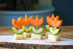 Bloem | Tulp | Traktatie | Verjaardag | Kinderdagverblijf | Opvang | Uitdelen | ... - #bloem #Kinderdagverblijf #Opvang #traktatie #Tulp #uitdelen #verjaardag Fruit Birthday Cake, Food Carving, Food Crafts, Kids Meals, Snacks Kids, Cute Food, High Tea, Food Hacks, I Foods