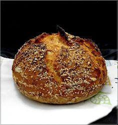 A cél az volt, hogy egy olyan kenyeret készítsek, ami nem csak egészséges, de tartalmas is, a belőle készült szend...