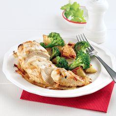 Sortez de la routine avec cette recette de poitrines de poulet à la soupe à l'oignon. Une idée aussi ingénieuse que savoureuse! Pok Pok, Confort Food, Cauliflower, Buffet, Chicken Recipes, Yummy Food, Yummy Recipes, Food And Drink, Turkey