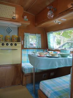 Cozy 1957 DeVille camper at the 2011 Tin Can Tourist Rally at Sampson State Park in the Finger Lake Region of New York Vintage Campers Trailers, Retro Campers, Vintage Caravans, Retro Caravan, Camper Trailers, Happy Campers, Trailer Interior, Camper Interior, Motorhome