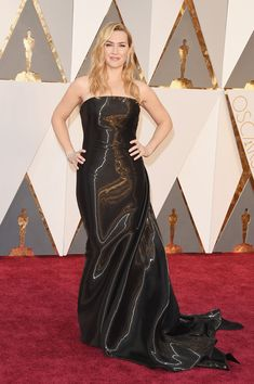 #oscarfashion Actress Kate Winslet attends the 88th Annual Academy Awards at Hollywood & Highland Center on February 28, 2016 in Hollywood, California.