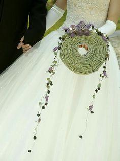 Bridal Flowers, Flower Bouquet Wedding, Floral Wedding, Creative Flower Arrangements, Alternative Bouquet, Arte Floral, Bride Bouquets, Marie, Wedding Designs