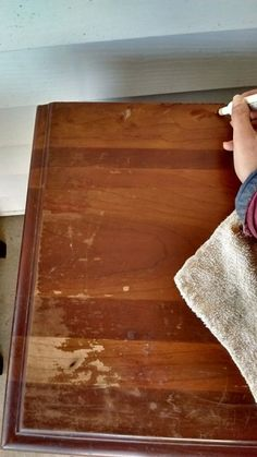 How to Fix Damaged Surfaces of Wood Furniture - Diy furniture polish Restore Wood Furniture, Furniture Repair, Furniture Projects, Furniture Scratches, Painting Furniture, Bar Furniture, Luxury Furniture, Diy Furniture Renovation, Furniture Makeover