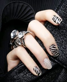 Love shining bright nail