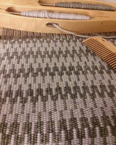 Krokbragd on the rigid heddle.