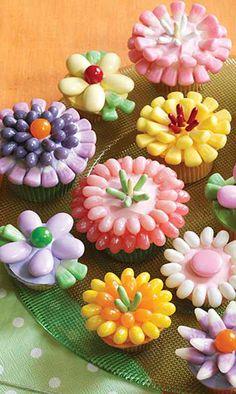 Spring Flowers Cupcakes - fancy-edibles.com