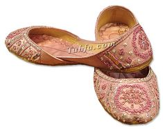 Handmade Ladies Indian/Pakistani Khussa slippers and shoes. Pakistani Dresses Online Shopping, Online Dress Shopping, Cute Shoes, Me Too Shoes, Bohemian Shoes, Indian Shoes, Classy Girl, Ballet Flat, Kurtis