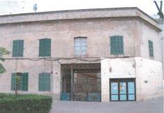 Fàbrica de tapissos Can Vidal. Alcúdia Industrial, Mansions, House Styles, Outdoor Decor, Home Decor, Decoration Home, Manor Houses, Room Decor, Villas