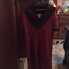 Cute red & black sweater Cute red & black sweater Style & Co Sweaters Crew & Scoop Necks
