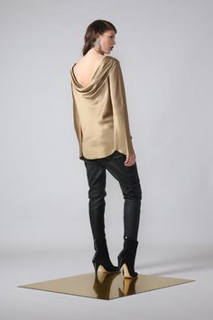vanish top / gold by Moochi. Everyday luxury, from off-duty essentials to coveted designer pieces. Buy Now! Off Duty, Winter 2017, Buy Now, Normcore, Gold, Essentials, Stuff To Buy, Collection, Luxury