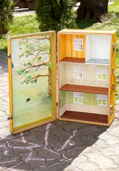 Sunshine yellow - Travelling Dollhouse