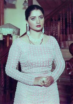 Indian Bollywood Actress, Indian Actresses, Yogeeta Bali, Hindi Actress, Vintage Bollywood, Asian Celebrities, Hottest Pic, Beautiful Curves, India Beauty