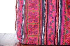 Très beau sac en forme de cabas chic pour femme de couleur rose fuschiaa avec de belles broderies