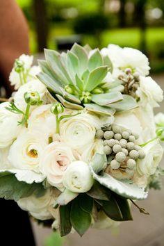 Pivoines blanches et cactées #bouquet de #mariee #wedding #bouquet #bouquetdemariee #weddingbouquet