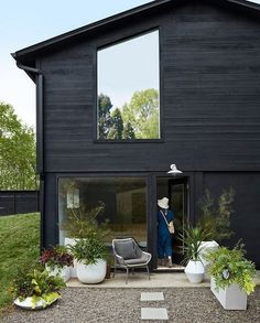 Most popular modern dream house exterior design ideas 00039 Black House Exterior, Modern Exterior, Interior And Exterior, Exterior Paint, Exterior Design, Backyard, Patio, House Goals, Cabana
