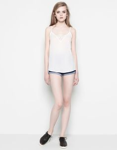 :TOP WITH LACE DETAIL