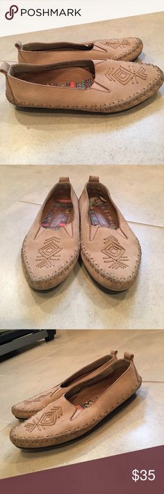 Hush Puppies Mocassins Leather uppers and man made bottoms. Very good preloved condition. Very comfortable. Size 6.5 EW Hush Puppies Shoes Moccasins