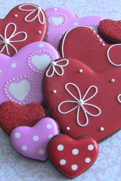 One Dozen Large and 6 Mini Heart Themed Chocolate Decorated Sugar Cookies for Valentine& Day Valentine's Day Sugar Cookies, Fancy Cookies, Iced Cookies, Cute Cookies, Cupcake Cookies, Cookies Et Biscuits, Heart Cookies, Cupcakes, Flower Cookies